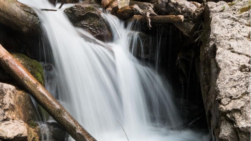 Wasser (Symbolbild): Wasser-intensive Aktivitäten verstärken lokale Belastungen.