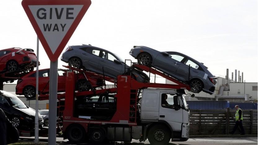 Autotransporter (Symbolbild): Vorübergehend Vorfahrt für konventionelle Fahrzeuge