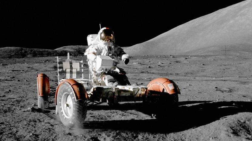 Mondauto von Apollo 17 mit Eugene Cernan am Steuer (1972): Auch bei künftigen Mondmissionen gibt es einen Fuhrpark.