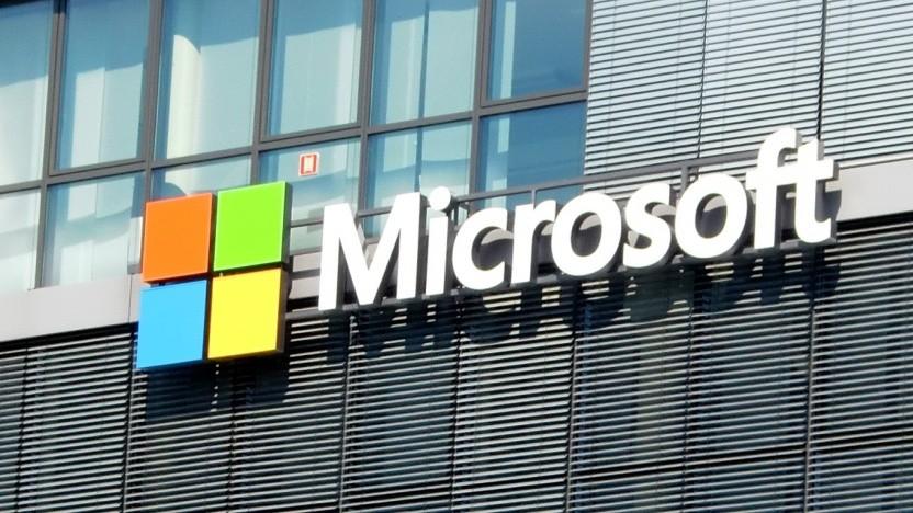 Frühere Windows-Versionen verbinden sich fehlerhafterweise zu corp.com - jetzt hat Microsoft die Domain gekauft.