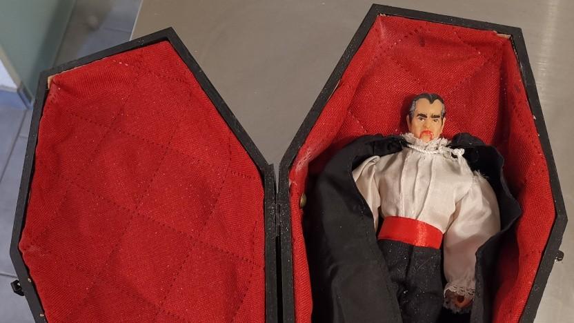 Tiersarg für Dracula: Big Jim Customs