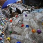 Plastikmüll: Verändertes Enzym recycelt Kunststoff