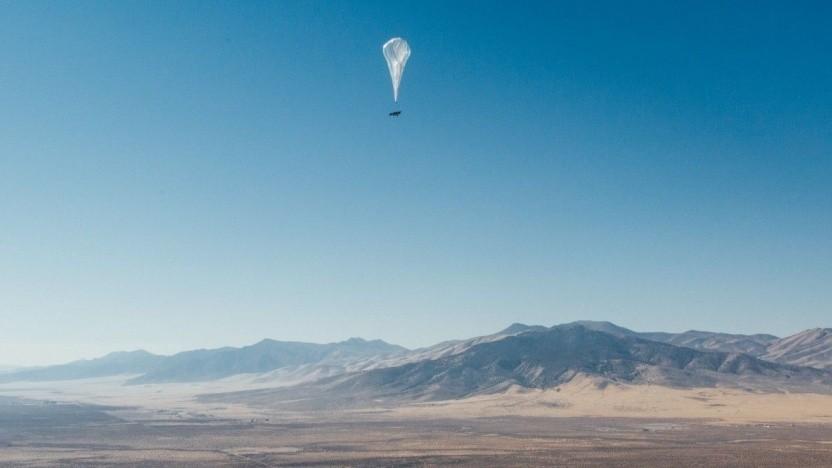 Ein Ballon von Project Loon steigt in Kenia auf.