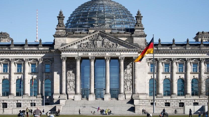 Der Bundestag stellt kritische Fragen zur Corona-App.