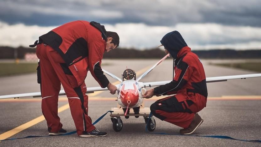 Vorbereitung für Testflug mit neuartigem Flügel: Vibrationen am Flügel können zum Absturz führen.