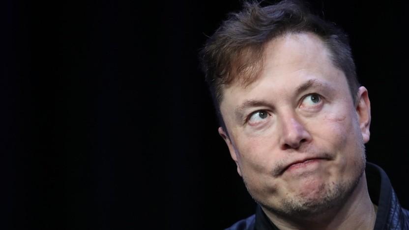 Elon Musk, möglicherweise beim Überlegen, ob er den nächsten Tweet wirklich absetzen sollte.