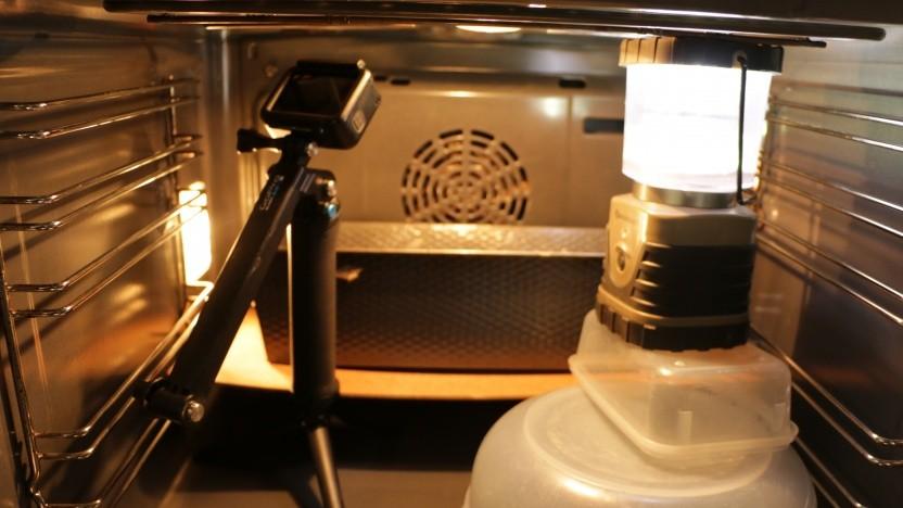 Normalerweise lässt sich ein Brot auch ohne Überwachung durch eine Gopro backen.