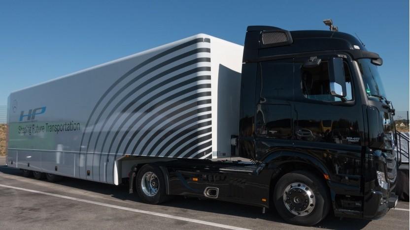 Automatisiert fahrender Lkw von Daimler: noch mehr Transporte auf der Straße