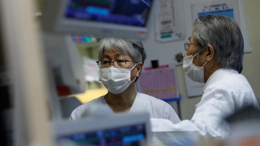 Intensivärzte im Krankenhaus im japanischen Kawasaki