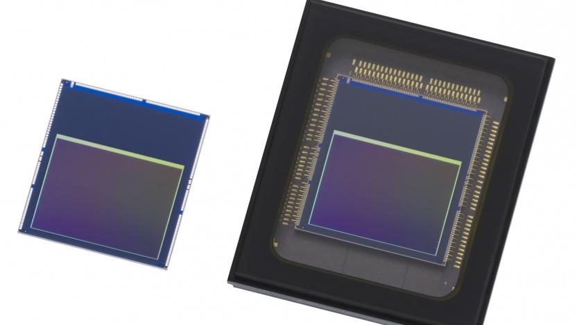 Links der IMX500, rechts der IMX501 von Sony