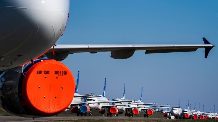 Flugzeuge der SAS, geparkt auf dem Flughafen in Kopenhagen (im März 2020): Passagieraufkommen im April 98,6 Prozent unter Vorjahresnvieau
