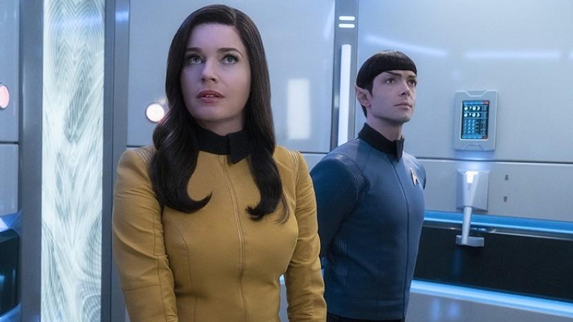 Rebecca Romijn als Nummer Eins und Ethan Peck als Spock in Star Trek Discovery (2. Staffel)