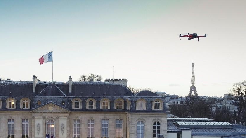 Eine Drohne über Paris