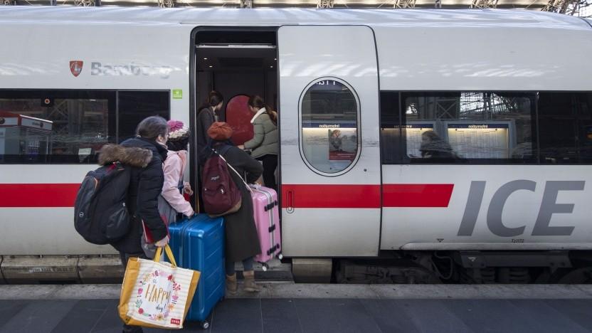 Die Fahrgäste sollen sich möglichst optimal auf die Züge der Bahn verteilen.