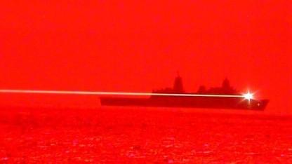 Energiewaffe: US-Schiff schießt Drohne mit Laserkanone ab - Golem.de