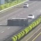 Autopilot: Tesla Model 3 fährt in umgekippten Lastwagen