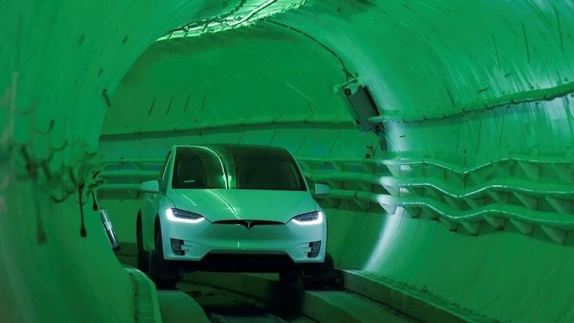 Tesla-Elektroauto in einem Tunnel von The Boring Company: Elon Musk will Las Vegas untertunneln.