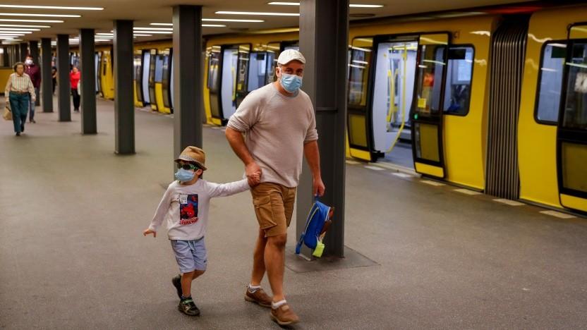 Corona-Alltag in der Berliner U-Bahn