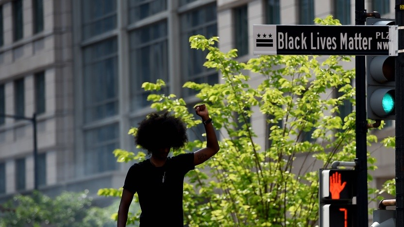 In den USA werden wegen der Proteste Straßen umbenannt. Einige Software-Projekte wollen ebenfalls Dinge künftig anders nennen.