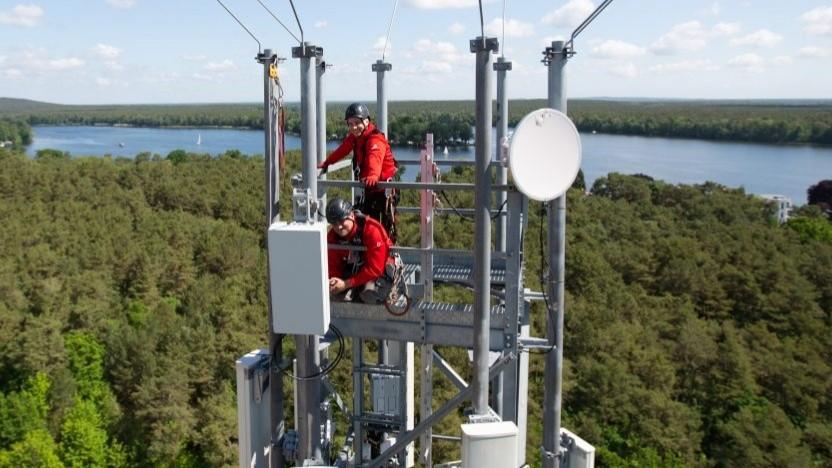 Hoch auf dem großen Masten: Vodafone in Berlin