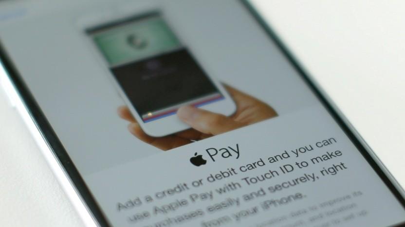 Die EU-Kommission überprüft die Konditionen von Apple Pay.