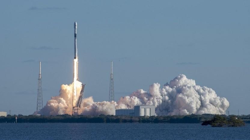 Start einer SpaceX-Rakete (Symbolbild): künftig von einer Offshore-Plattform aus
