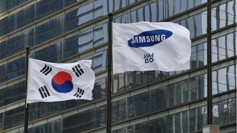 Flaggen vor Samsung-Gebäude (Symbolbild)