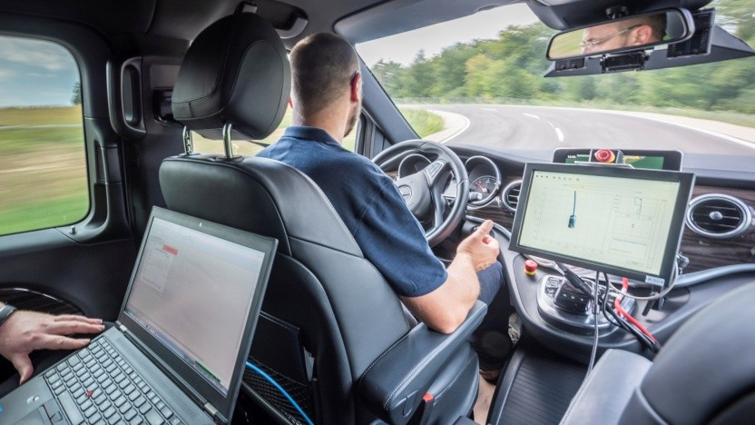 Selbstfahrender Daimler auf der Testrecke im Immendingen