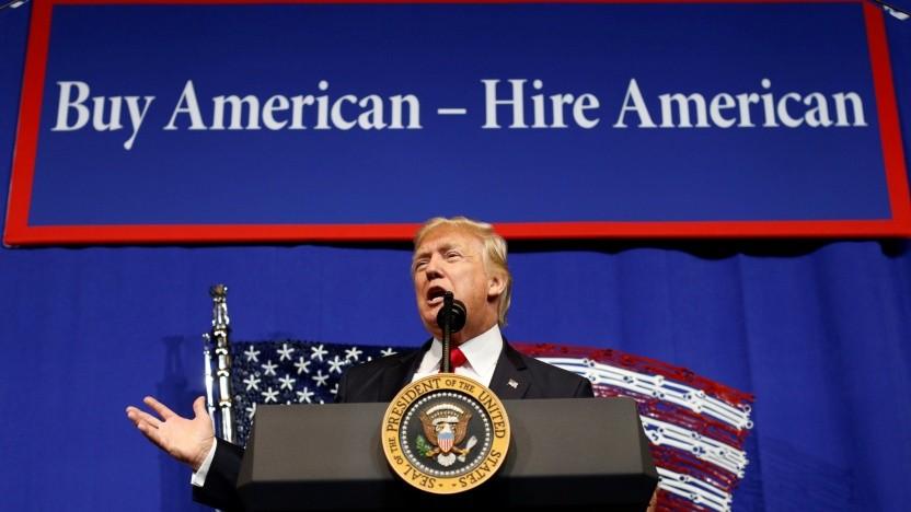 Ebenso wie 2017 drängt US-Präsident Trump auch in der Coronakrise auf die Beschäftigung von US-Bürgern.