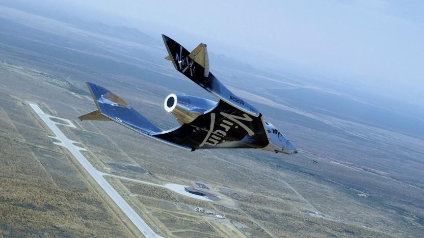 Spaceship Two im Anflug auf den Spaceport America (am 25. Juni 2020): Suche nach Interessenten für kommerzielle Flüge zur ISS