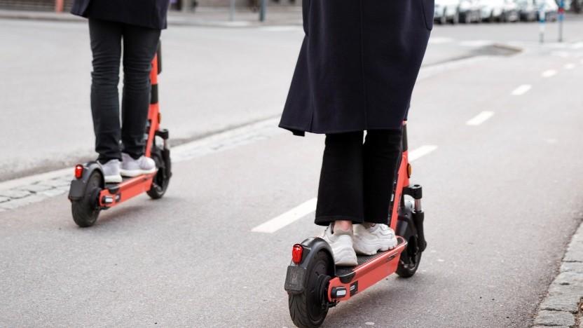 Die Voi-Scooter sind künftig auch mit einem Monatsticket nutzbar.