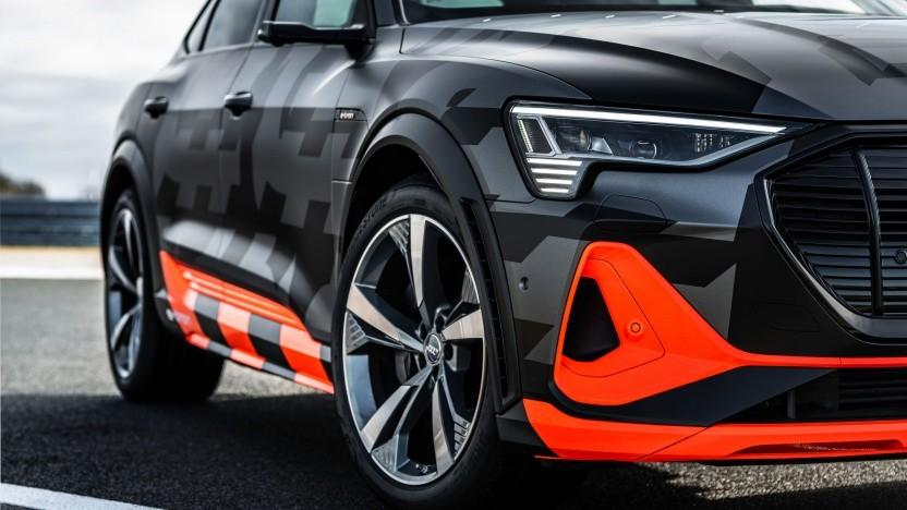 Audi E-Tron S noch mit auffälliger Tarnfolierung