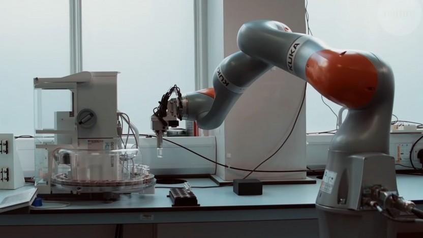 Laborroboter im Einsatz: 21,5 Stunden Arbeit, 2,5 Stunden Ladepause