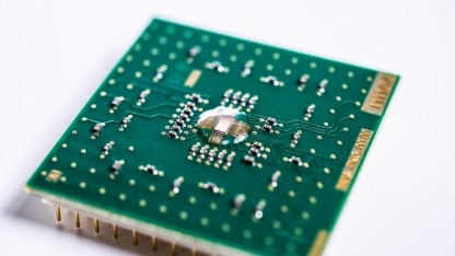 Analog Inference Accelerator: KI-Chip schafft 2.900 Teraops pro Watt - Golem.de