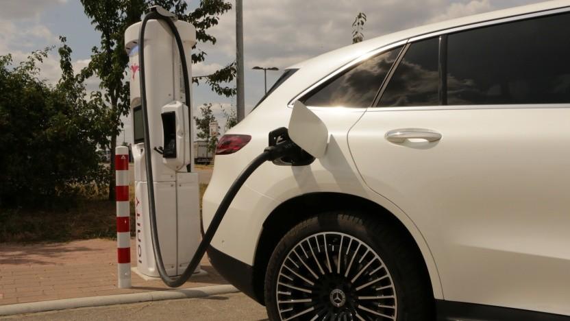 Kartellamt prüft Preise an den Ladesäulen Elektroautos