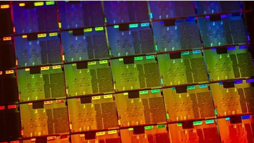 Wafer mit 10-nm-Ice-Lake-Chips. Die Nachfolger unterstützen auch AV1-Decoding.