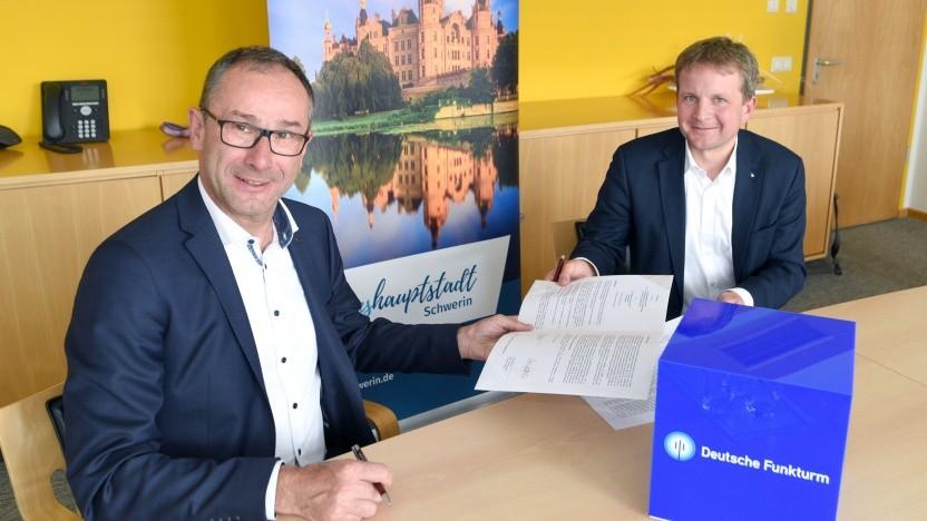 Deutsche-Funkturm-Chef Bruno Jacobfeuerborn und Rico Badenschier (SPD), Oberbürgermeister (rechts)
