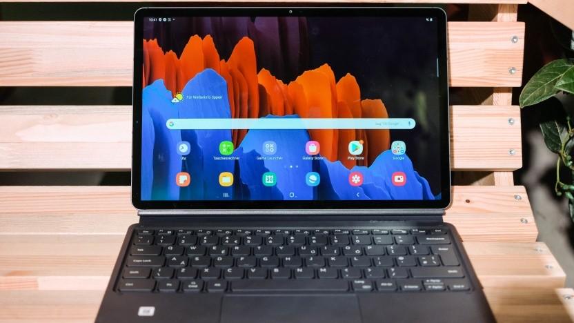 Das Galaxy Tab S7+ mit der optionalen Tastaturhülle.