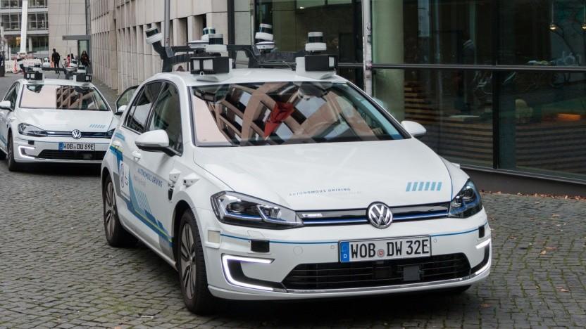 Autonom fahrende VW Golf mit Lidarsensoren auf de Dach (Symbolbild): Lights Systeme sind günstiger, haben eine höhere Reichweite und verbrauchen weniger Strom
