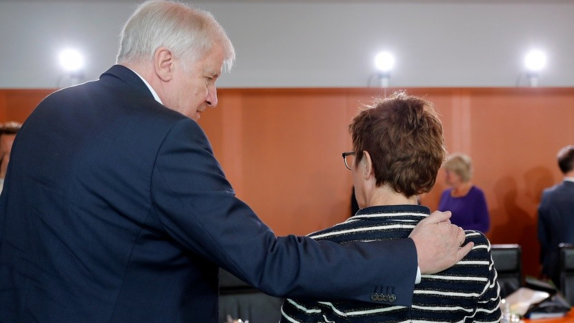 Horst Seehofer (l.) und Annegret Kramp-Karrenbauer haben die Cyberagentur offiziell gegründet.