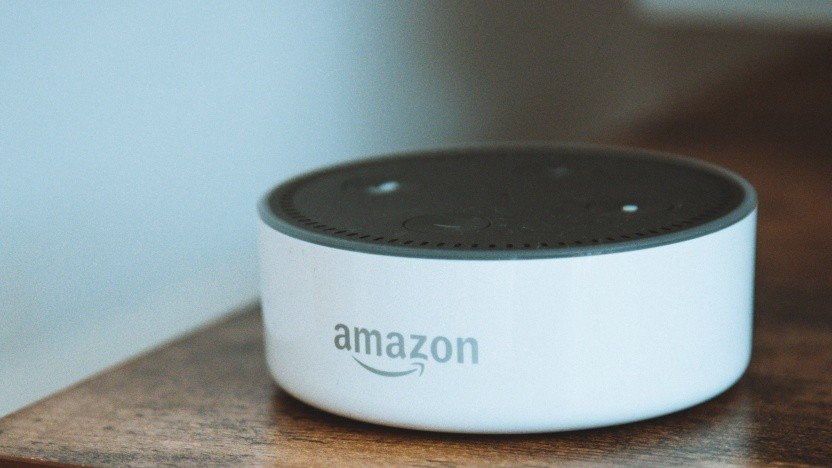 Über den smarten Lautsprecher Echo Dot nimmt Alexa Sprachbefehle entgegen.