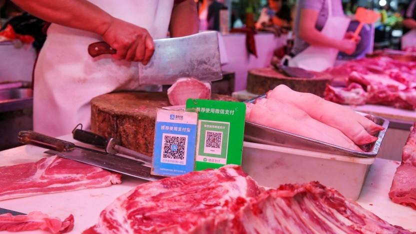 Allgegenwärtig: Alipay- und Wechat-QR-Codes für Online-Zahlungen auf einem Markt in Nantong in der östlichen chinesischen Provinz Jiangsu