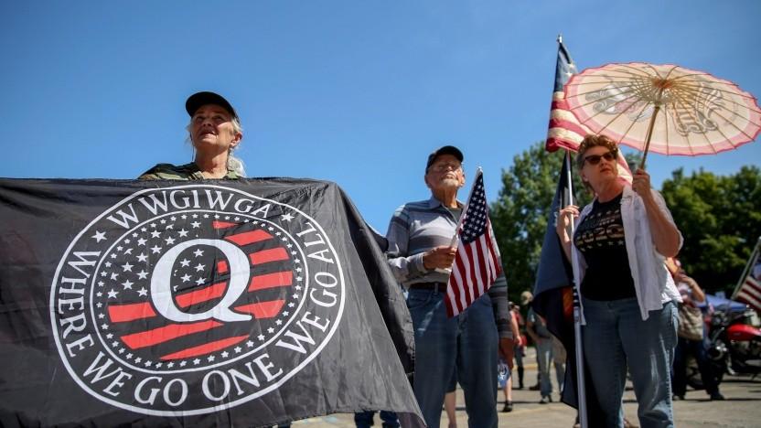Anhänger der QAnon-Bewegung auf einem Protestmarsch in Oregon