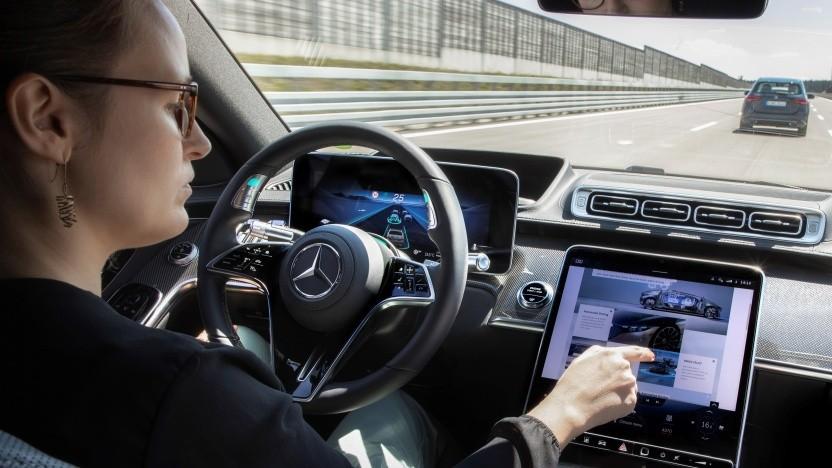 Das Surfen im Internet während des Fahrens ist künftig möglich.