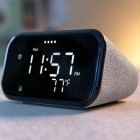 Smart Clock Essential: Smartes Display mit Google Assistant hat ein Nachtlicht
