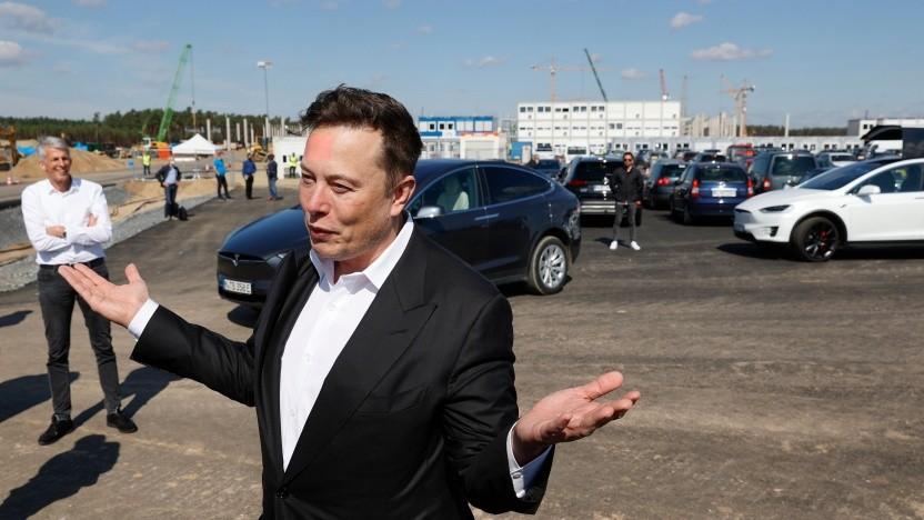 Elon Musk besucht erstmals die Gigafactory-Baustelle in Grünheide.