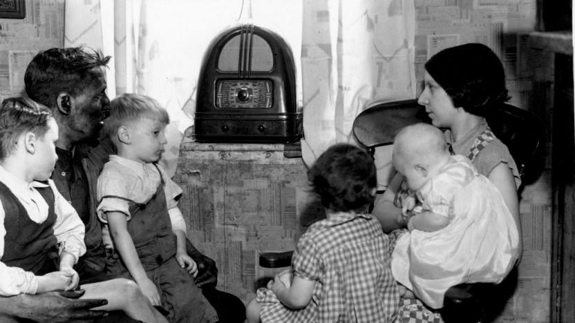 Früher war Radiohören ein Gemeinschaftserlebnis. Modernes Digitalradio spielt dagegen weiter kaum eine Rolle.