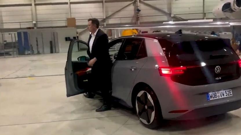 """Elon Musk nach der Probefahrt mit dem ID.3: """"Wir haben geplaudert."""""""