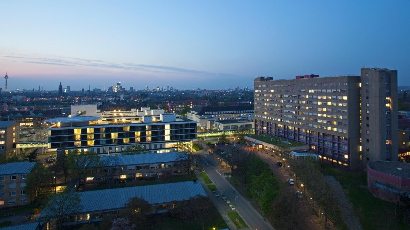 Das Universitätsklinikum Düsseldorf bei Nacht