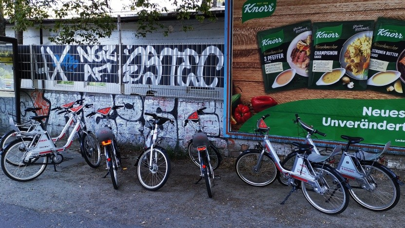 Vom 16. bis 18. September 2020 läuft das Greentech Festival im Kraftwerk Berlin. In der Nähe stehen noch das aktuelle Modell 4.0  .